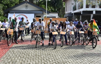 During 150th Birth Anniversary commemoration of Mahatma Gandhi, High Commission of India, Accra in association with Chain Ghana successfully organized a cycling event on June 2, 2019 to celebrate World Cycling Day. H.E. Mr. Birender Singh Yadav, High Commissioner of India to Ghana along with his spouse Mrs. Richa Rao, Chain Ghana, representatives of Indian Association and officials of High Commission of India participated in Cycling March from India House to Kofi Annan Centre and return. All also paid homage to Mahatma Gandhi at Kofi Annan Centre.  #MinistryofExternalAffairs #Bapu@150