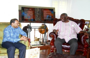 High Commissioner Sugandh Rajaram called on former President of Ghana, H.E. John Agyekum Kufuor.