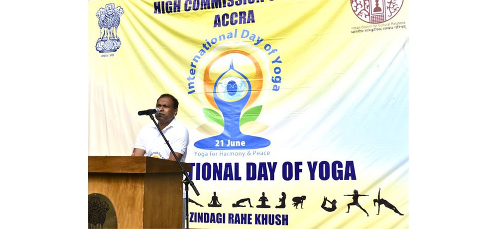High Commissioner Sugandh Rajaram led the 6th International Day of Yoga at India House on 21 June, 2020